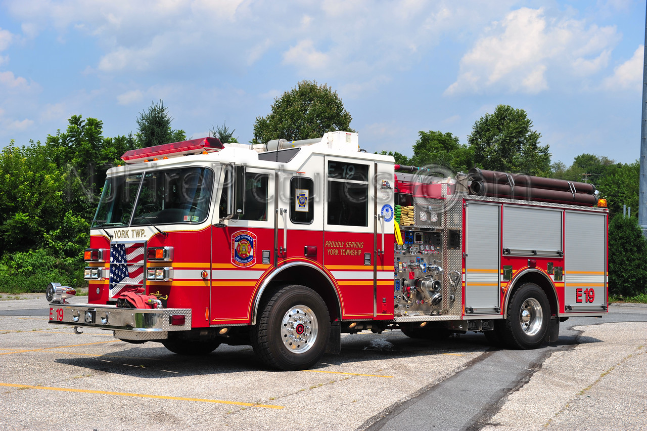 YORK TWP. ENGINE 19 - 2004 PIERCE DASH 2000/750/30B/20A