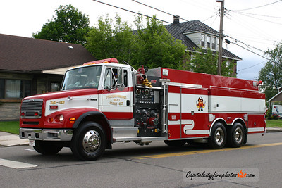 Friedensburg (Wayne Township) Tanker 34-30: 2000 Freightliner/New Lexington 1500/3000