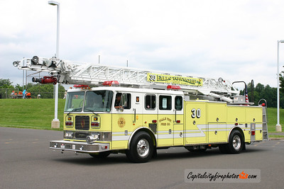 Falls Township Ladder 30: 1999 Seagrave 100'