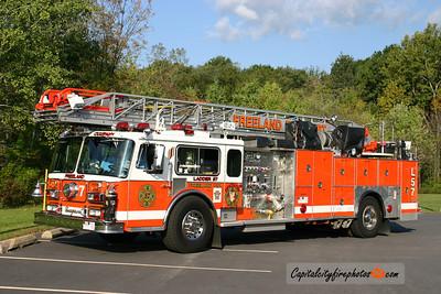 Freeland X-Ladder 57: 1980 Seagrave 100'