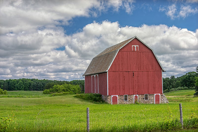 Many of these lovely old barns are passed. This one was particually nice, so I couldn't help but take its likness.