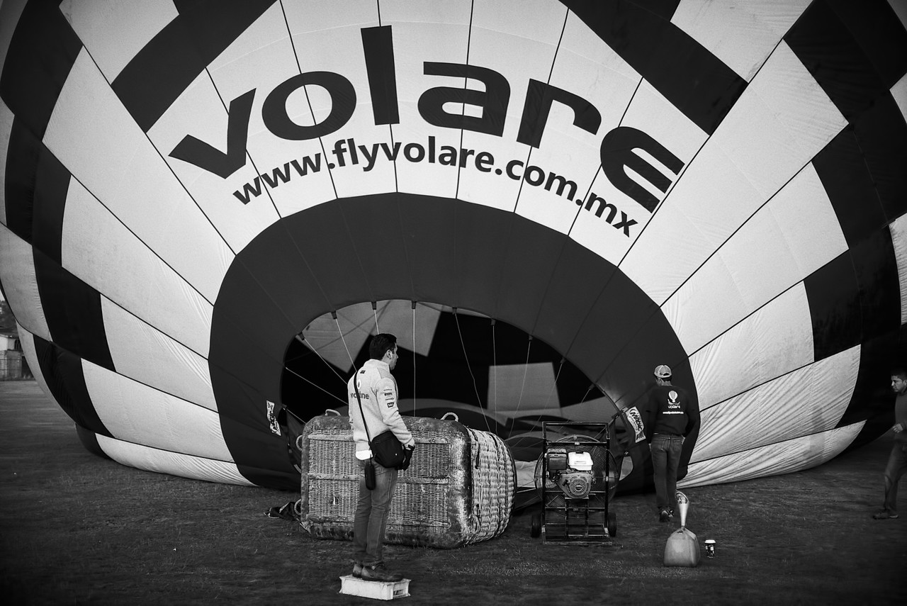 I was lucky enough to be invited for a balloon ride by Mexican TV in exchange for an interview.