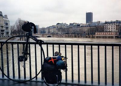 A bridge over the River Seine.