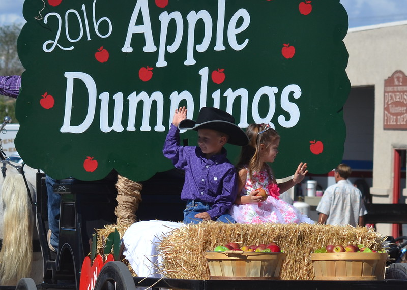 Saturday's annual Apple Day Parade. Carie Canterbury/Daily Record 10-1-16