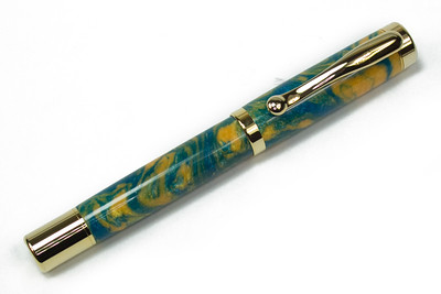 Atrax Gold Fountain Pen shown with Bahama Beach Lava