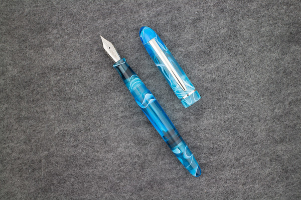 Menlo Draw Filler in Light Blue Translucent Swirl