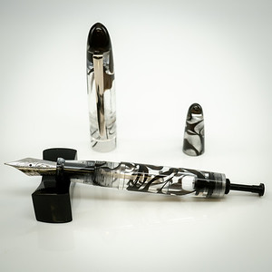 Menlo Draw Filler in Black Clear Translucent Swirl