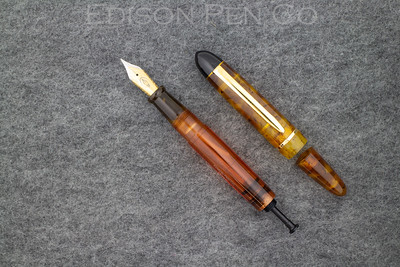 Menlo Draw Filler in Flecked Tortoise with Solid Amber translucent ink view barrel