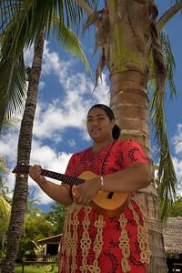polynisian culture centrum, girl with ukulele