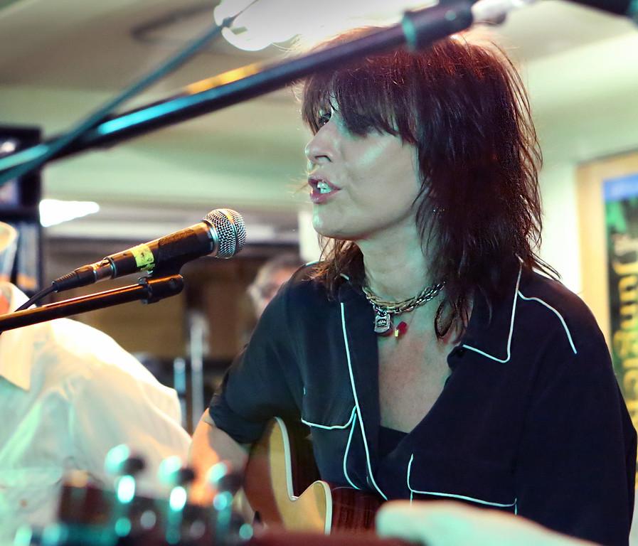 Chrissy Hynde Acoustic