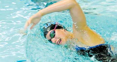 Hannah_Cox_swimming