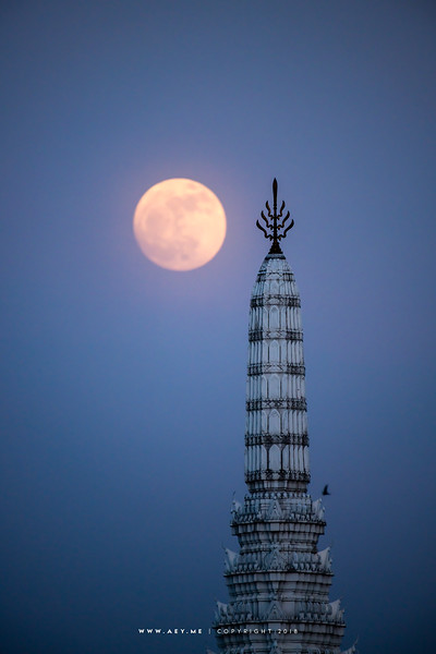Full moon & the City Pillar Shrine, Bangkok