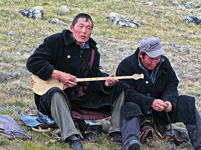 Traditional Mongolia songs played on a two-string Dombro in camp in NW Mongolia
