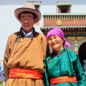 Couple in traditional Mongolian dress for a wedding at the Gandan Monastery