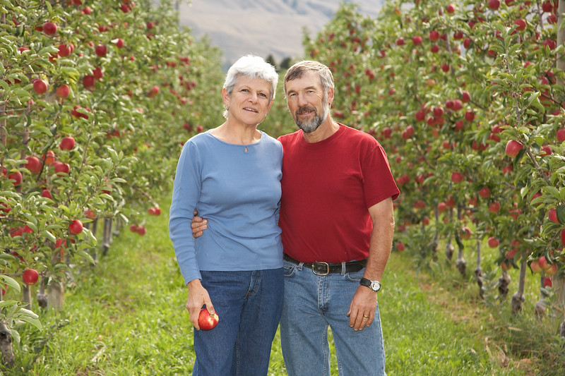 Apple Grower - Sally and Wilfrid Mennell Cawston - Discoverred Ambrosia Apples 250-499-4011