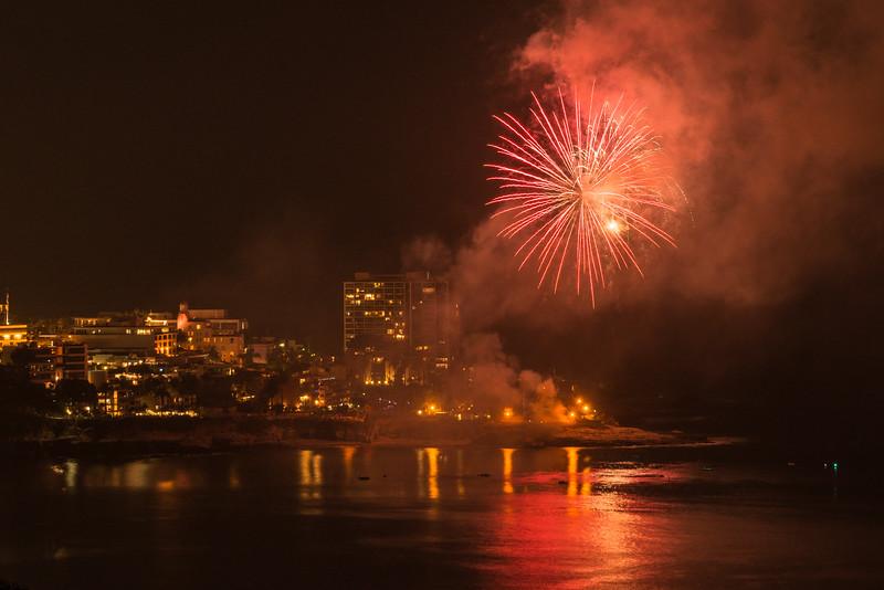 La Jolla Fireworks 2014-9827.jpg