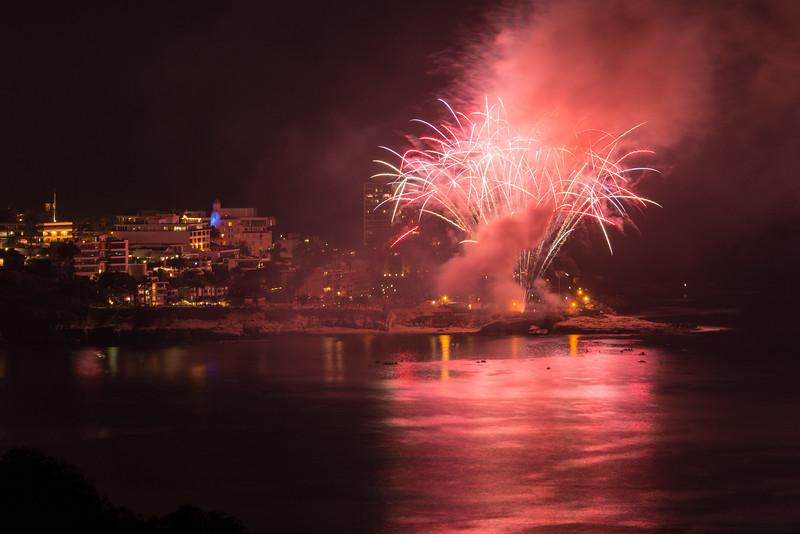 La Jolla Fireworks 2014-9841.jpg