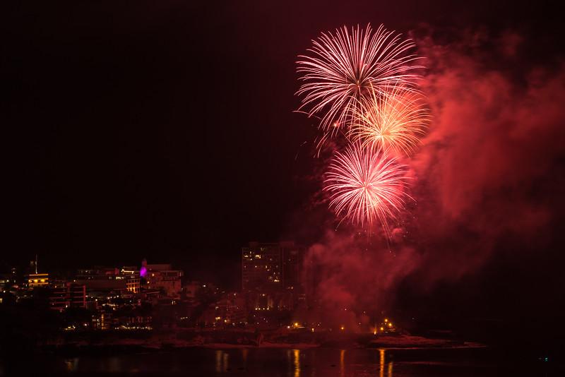 La Jolla Fireworks 2014-9818.jpg