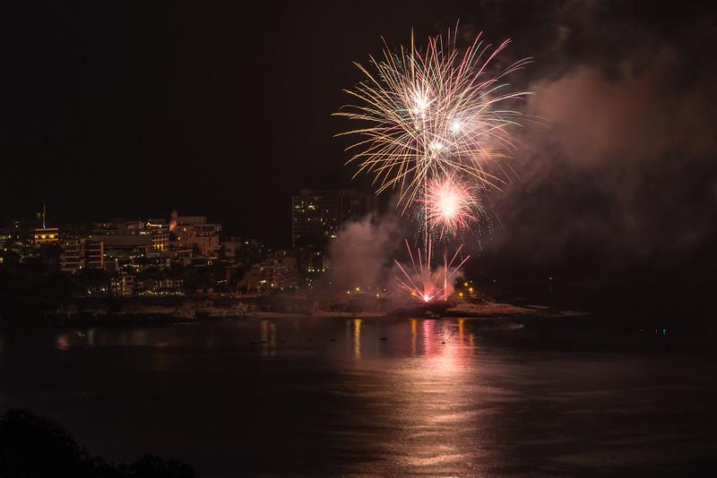 La Jolla Fireworks 2014-9800.jpg