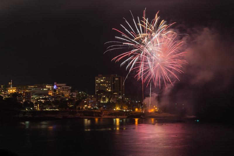 La Jolla Fireworks 2014-9660.jpg