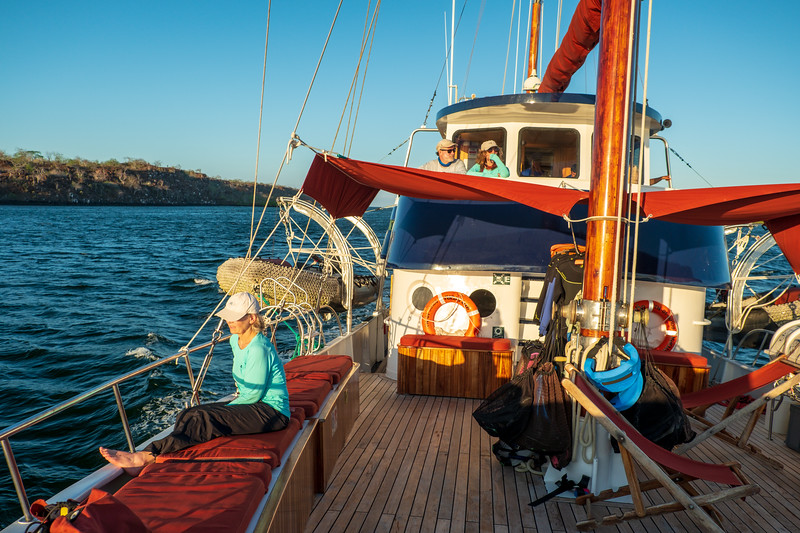 Cocktail hour on the Samba, somewhere between the Plaza Islands and Santiago Island