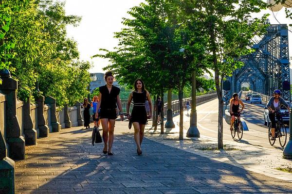 Commuters on the Alexandria Bridge