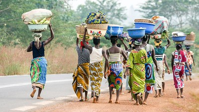 Women en route to market