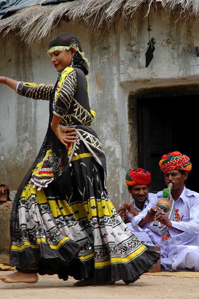 Shilpgram Dancer<br /> Udaipur, Rajasthan