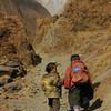 Непал. Долина Тзум. Вот так здесь ходят в школу. Фотография - Валерий Гаркалн