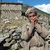Непал. Семикот. В этих районах принято курение трубк, что местные жители с удовольствием и демонстрируют за небольшое вознаграждение. Фото- Светлана Паша