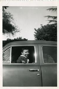1953-03-kats-in-car