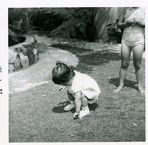 1957-01_michaela-n-kathie-in-the-yard