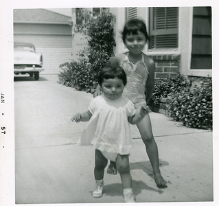 1957-01-mich-n-kathie-in-the-driveway