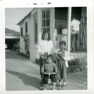 1960-07-kathie-mich-me-dad-still-on-porch