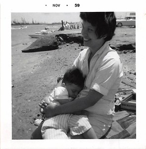 1959-11 joe & mom at long beach b&w