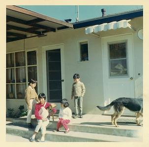 1966-11-roy-n-nellies-house-joe-mich-joyce-matt2