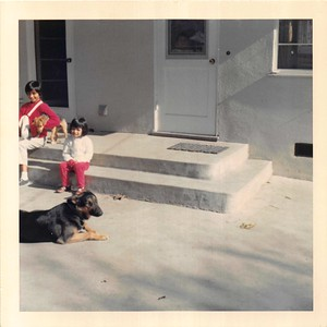1966-11_Uncle-Roy-Tia-Nellie-s-backyard-mich-and-joyce1