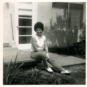 1960s-walnut-creek-mom-backyard-porch
