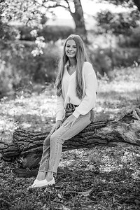 2021 EDIT BW Senior Megan--12