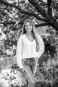 2021 EDIT BW Senior Megan--11