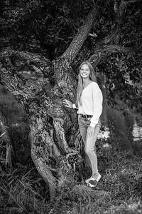 2021 EDIT BW Senior Megan--13