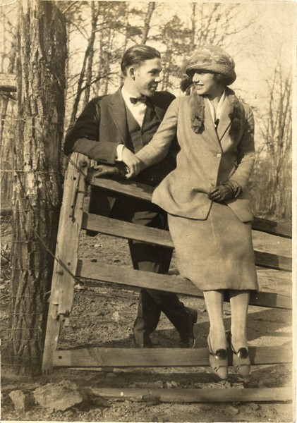 Gordon and Bernice Akers 1923 (06702)