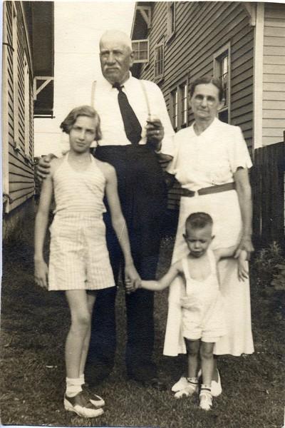 Akers/Wooldridge Family Photo  (06711)