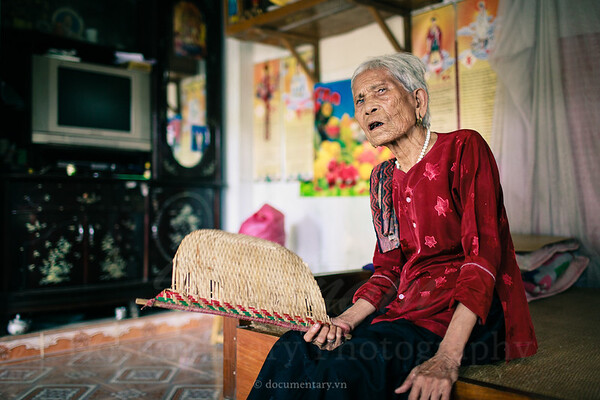 "Ha Thi Cau, ""hat xam"" artist"