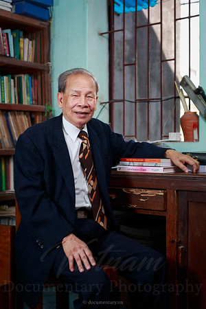 Han Van Khan, professor