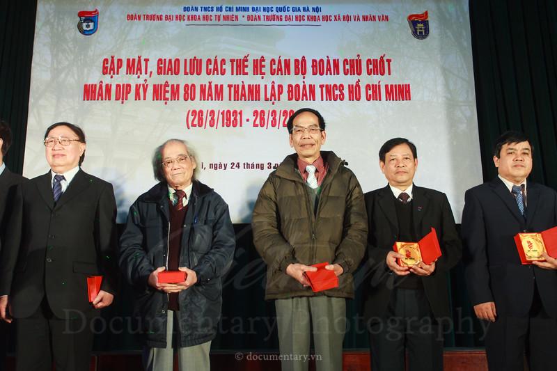 Gặp mặt giao lưu các thế hệ cán bộ Đoàn chủ chốt. Trường ĐHKHXH&NV, 24/3/2011.