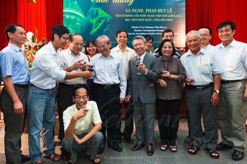 GS Phan Huy Lê là viện sĩ thông tấn nước ngoài
