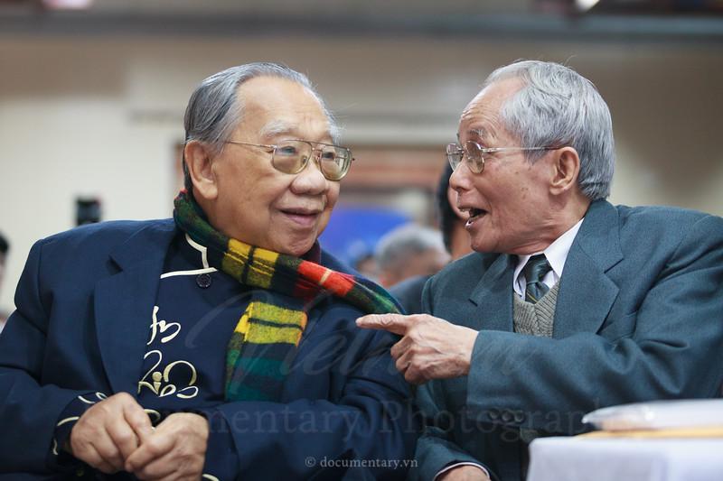 GS Trần Văn Khê và PGS Nguyễn Thạch Giang
