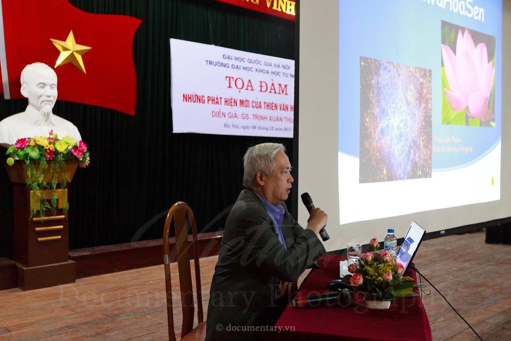 Trinh Xuan Thuan at VNU-HUS