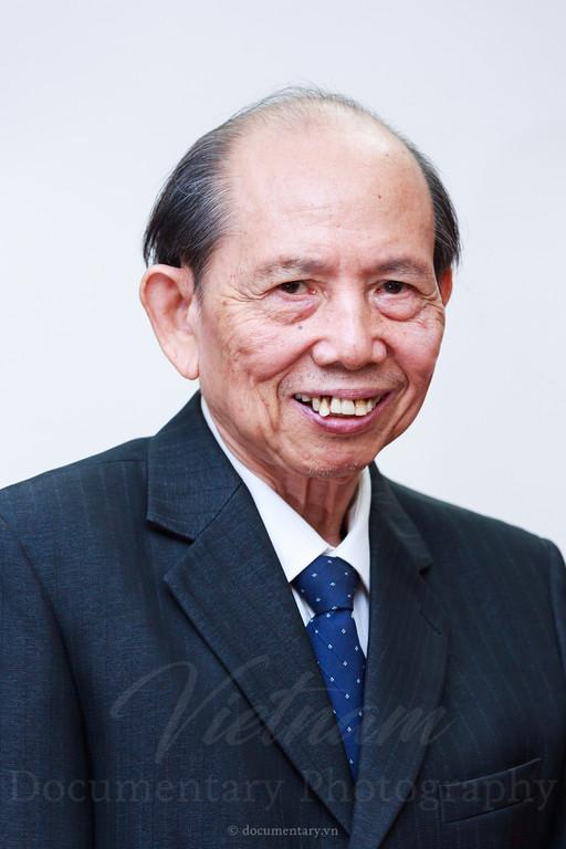 Vuong Dinh Quyen, professor